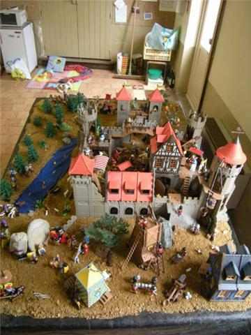 http://playmo-fimo.cowblog.fr/images/2009/moyenage2009/Chateau2.jpg